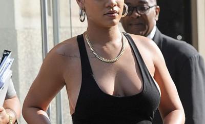Rihanna-Sans-soutien-gorge-elle-fait-sensation-dans-les-rues-de-New-York-!