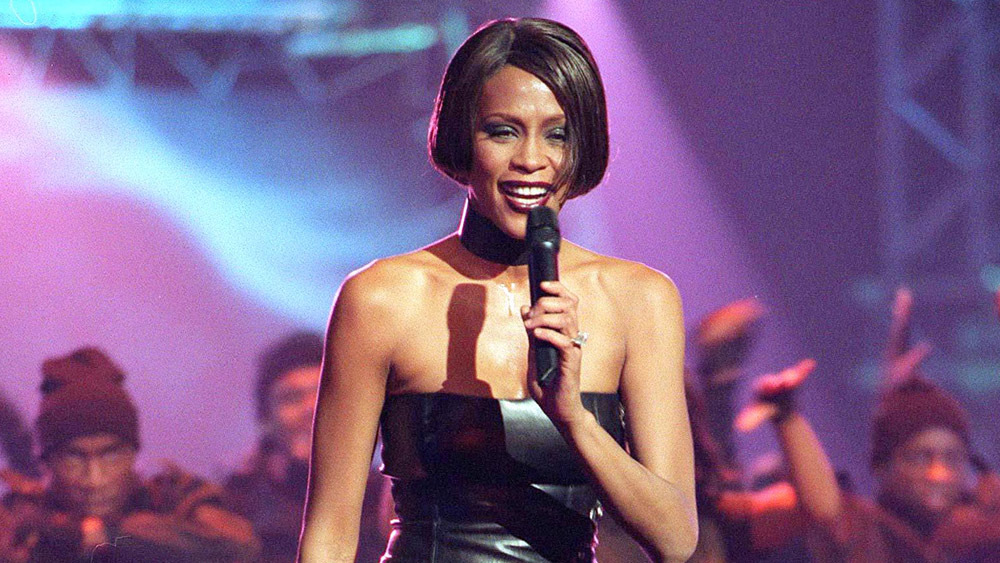 Mandatory Credit: Photo by RICHARD YOUNG/REX/Shutterstock (301137dm) WHITNEY HOUSTON BRIT AWARDS CEREMONY, LONDON, BRITAIN - 16 FEB 1999